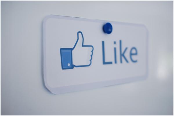 Like button Facebook faceliker malware news