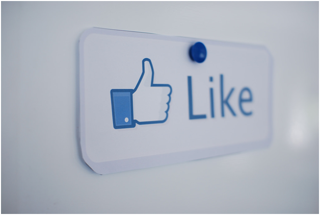 Like button Facebook faceliker malware news